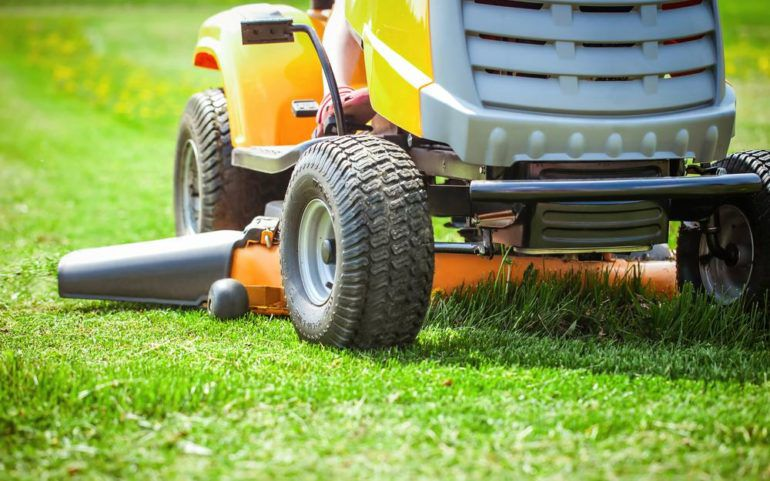 4 reasons why John Deere lawn tractors are so popular