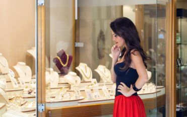 Factors To Consider Before Buying Gold Jewelry