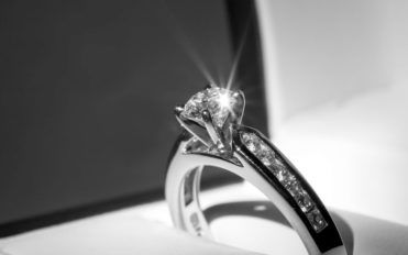 Top 3 jewellers for buying customized engagement rings