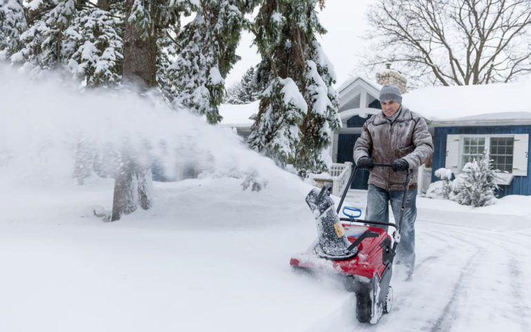 3 essential tips to buy snow blowers from snow blower clearance sale