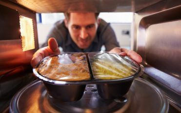 5 Popular Microwave Ovens To Cook Quick Meals