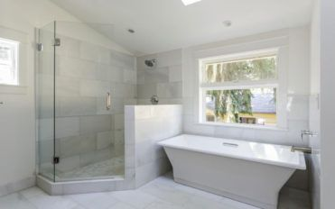 3 tips to consider before installinga walk-in tub shower