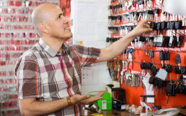 4 Benefits of hiring an auto locksmith