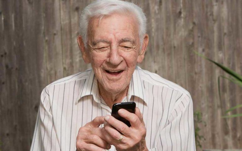 Benefits of Using Aarp Cell Phones for Seniors