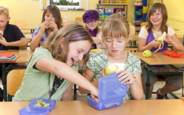 Four healthy and tasty snacks for school
