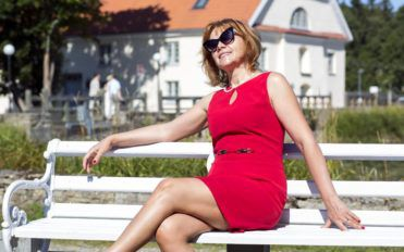 How to dress for a wedding party if you are in your sixties