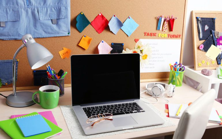 How to organize your office desks for maximum convenience