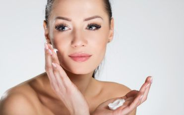 Maintain Radiance and Hydration with Moisturizers for Dry Skin