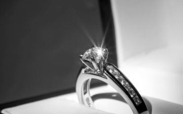 Things you need to consider before buying your engagement rings