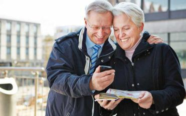 3 Ways to Find Free Cell Phone Deals for Seniors