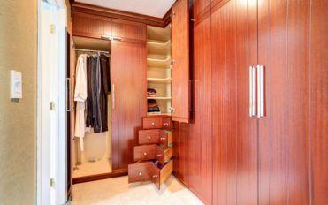 3 popular types of bedroom closet systems