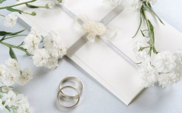 4 essential tips to pick the right wedding invitation