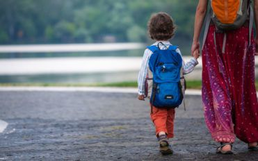 4 factors to consider while choosing a backpack for your child
