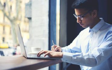 4 popular online courses that offer business administration degrees