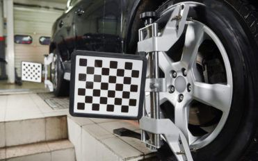 4 signs that reveal the need for vehicle alignment