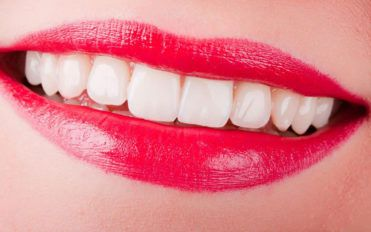 4 useful tips for sparkling pearly white teeth