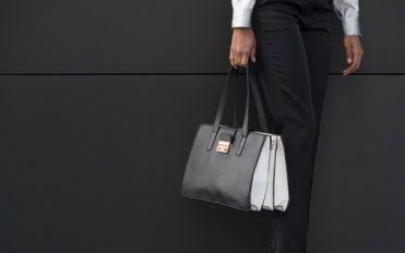 5 Reasons to Visit a Designer Handbags Sale