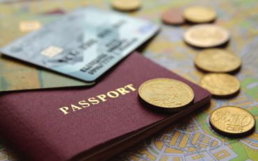 5 Reasons to get a travel currency card