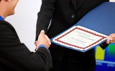5 benefits of employee recognition awards