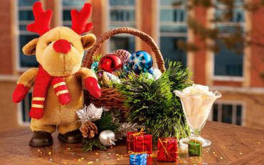 5 gift items you can put in a Christmas hamper for your colleague