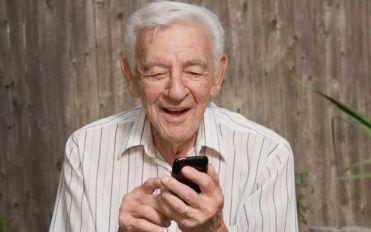 5 popular cell phones for seniors