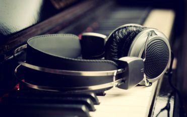 A guide to the different kinds of headphones