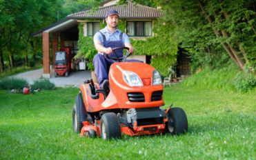 All about Choosing the Right Lawnmower
