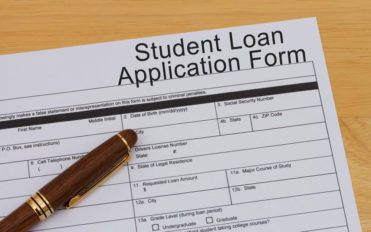 A must-read before applying for a parent student loan