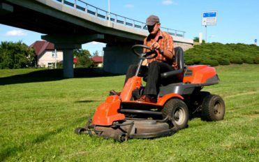 Basic Things to Know about Riding Mowers