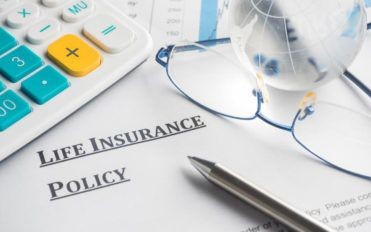 Common difference between term life insurance and universal life insurance policy