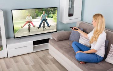 """Comparison of top three 50"""" class smart LED TVs from Samsung"""