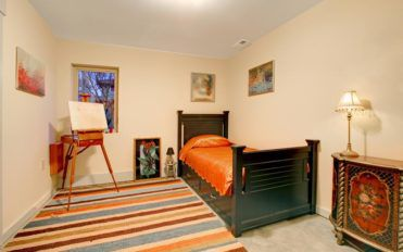 Cool furnishing tips for a small bedroom space