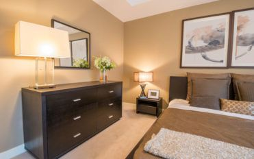Cutting costs while choosing bedroom dressers
