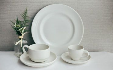 Different types of dinnerware sets