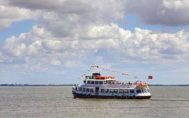 Explore the country through river cruise