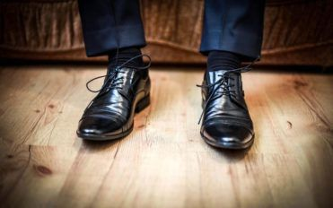 Factors to consider when picking the right restaurant shoes
