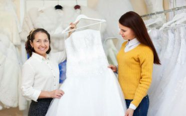 Four things to avoid while selecting wedding clothing