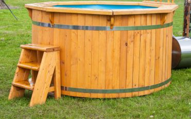 Here are six reasons to buy a hot tub cover