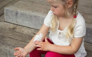 Here's how you can manage atopic dermatitis