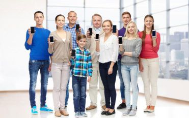 Here's what you must know about cell phone plans for family