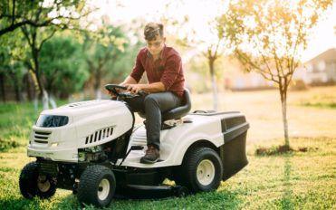 How John Deere Lawn tractors simplify your gardening work