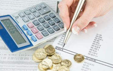 How is financial aid calculated?