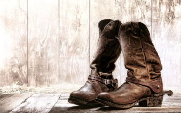 How to buy genuine cowboy boots