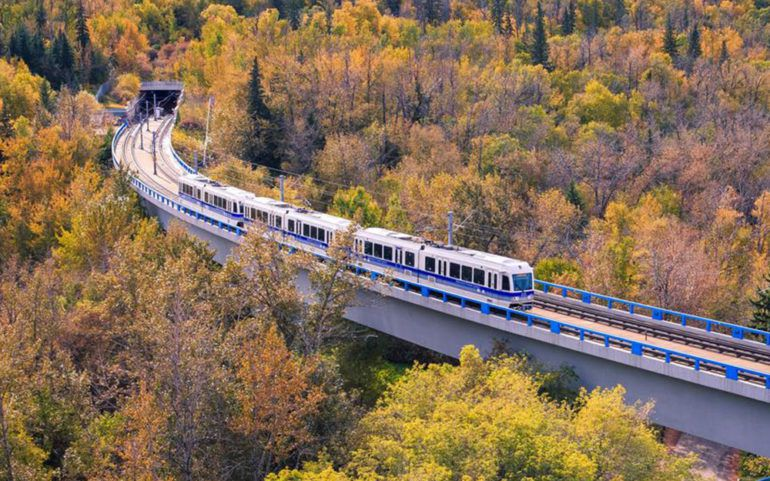 How to choose the best train tour for Canadian Rockies