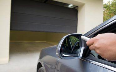How to deal with garage door maintenance