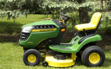 John Deere Lawn Tractors – What they are and their Types