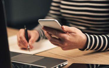 Online discounts and deals on Windows phones
