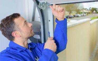 Popular places that offer garage door repair services