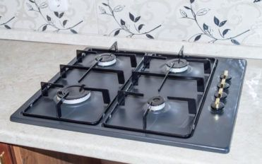 Pros and cons of electrics and gas cooktops
