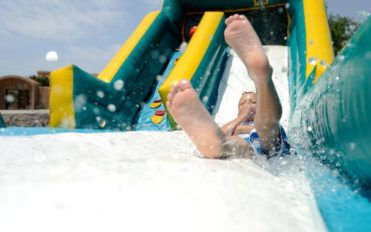 Safety tips to use inflatable water slides